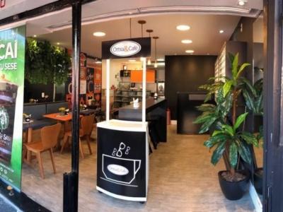 Vendo óttica e café integrados