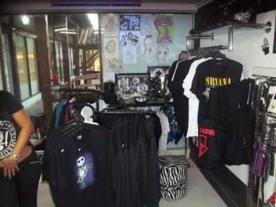 Passo loja montada no Centro Rio Das Ostras! (Dentro do Shopping Village- Shopping de Madeira)) Não pedimos luva!!