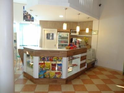Cafeteria / cantina em prédio comercial de grande movimento.