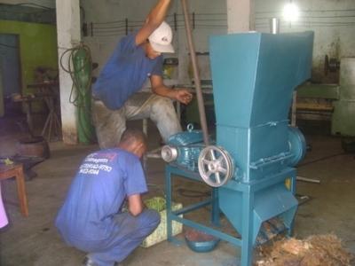 Vendo Projeto para fabricação de uma máquina desfibradora compacta.