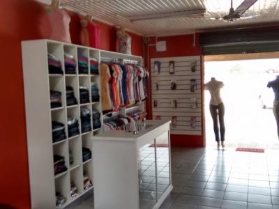 vendo loja de roupa completa bom estoque na rodovia da uva