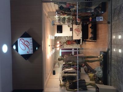 Passo ponto de loja de roupas e acessórios , calçados e bolsas , a 22anos no local , excelente clientela !