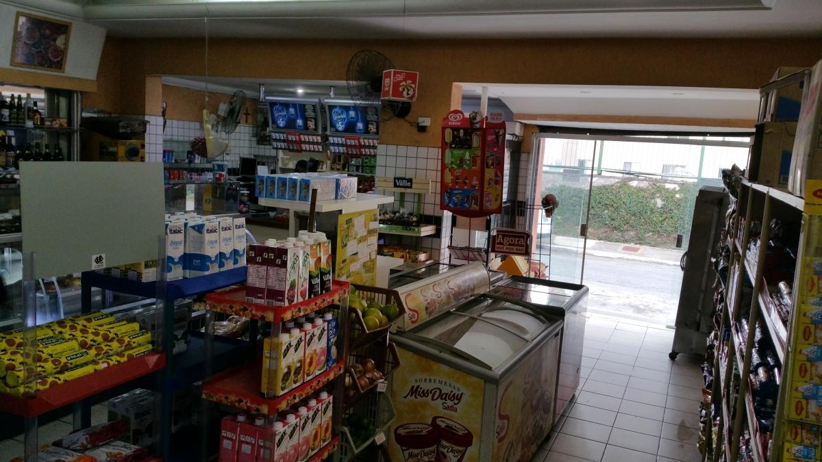 Padaria e Mercado em frente a condomínio, SP/SP