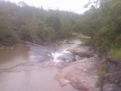 Fazenda com 1.300 hect pastos e campos  muita  agua e reflorestamento em Biguaçu sc