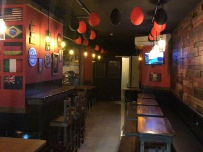 Bar-Pub na melhor esquina da Meia Praia. 80metros