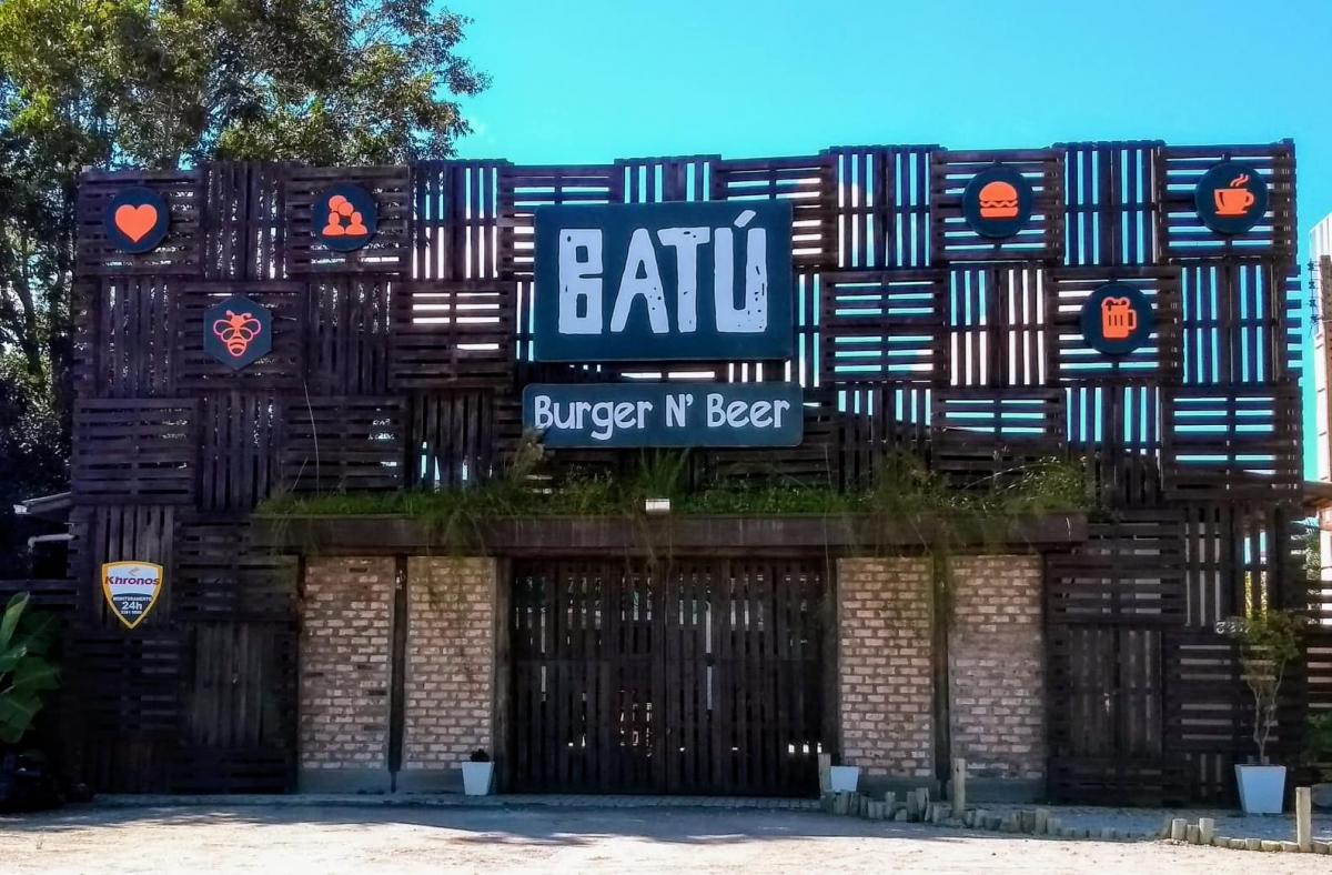 Espaço multigastronômico com bar e hamburgueria
