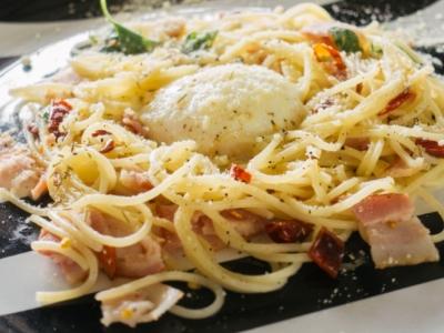 Restaurante italiano no litoral norte.