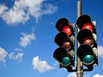 Controladores Semafóricos de 2 Tempos, 2 Tempos + Pedestres e 3 Tempos
