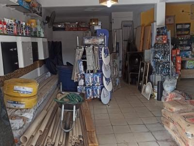Loja matérias de construção montada, completa, porteira fechada