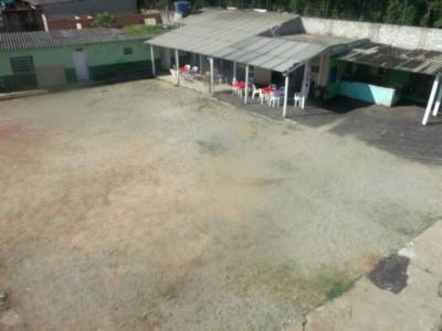 Quadra de Futebol e Campo de Paintball com Lanchonete