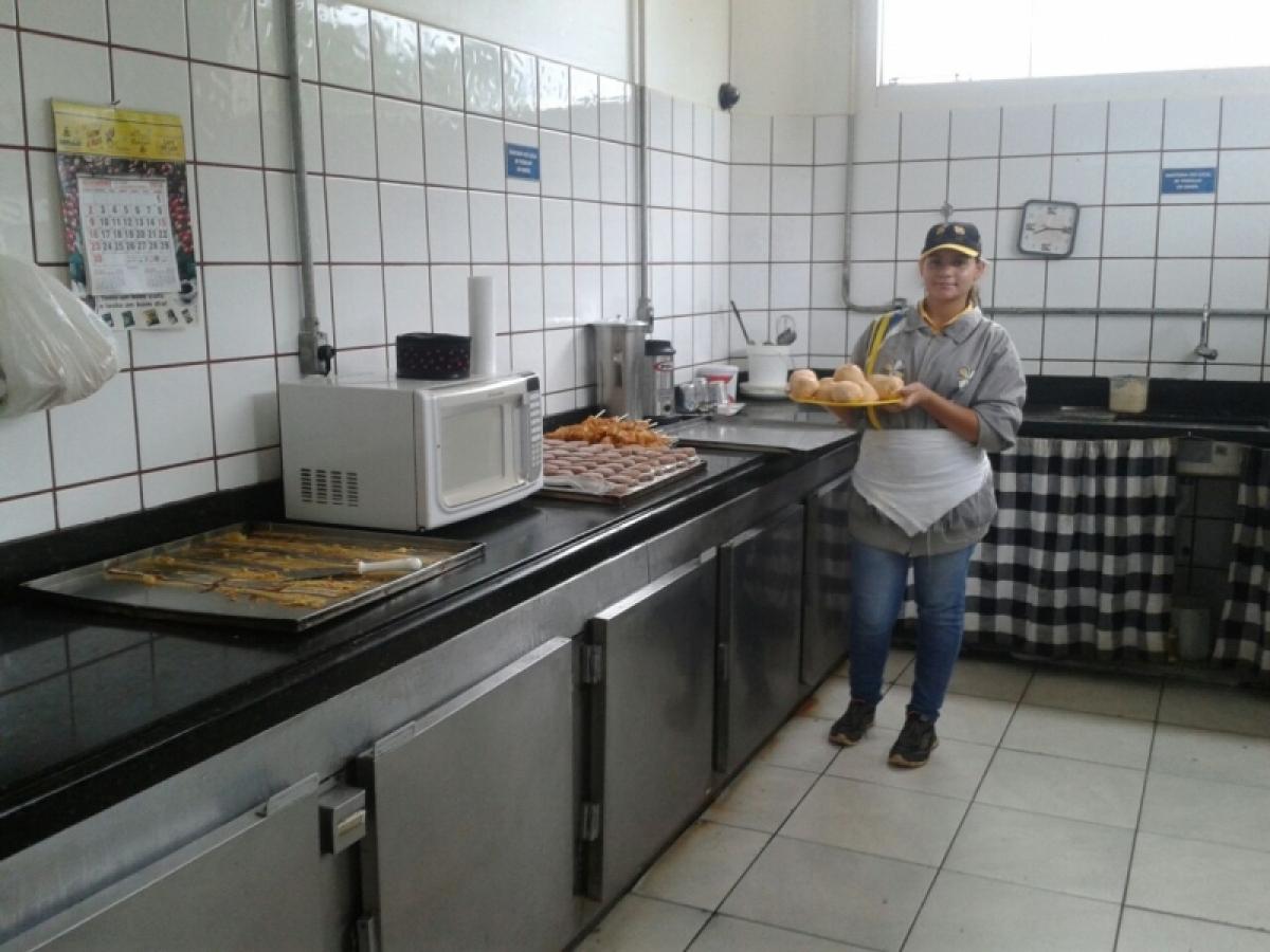 VENDO OU PASSO PONTO COMERCIAL COM 20 ANOS DE COMERCIO