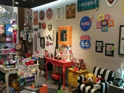 Loja de presentes. móveis e decoração