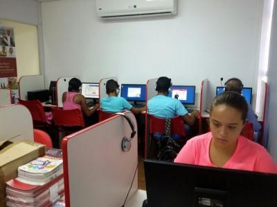 Escola de Formação Profissional e Inglês.