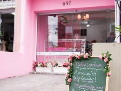 Linda loja de doces, bolos caseiros e confeitados