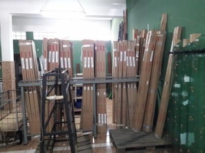 Distribuidora de Vidros, alumínios e acessórios