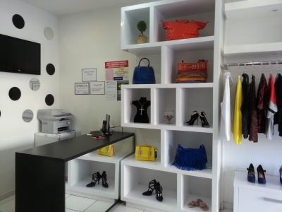 Linda loja de roupas e acessórios femininos em ótima localização
