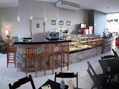 Cafeteria aconchegante e com clientela fiel